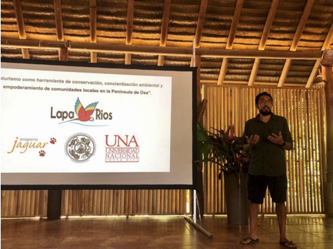 Our team delivering a talk about the project to Lapa Ríos staff.